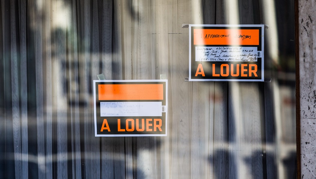 20140203 - NAMUR, BELGIUM: Illustration picture shows two 'a louer' signs on Monday 03 February 2014, in Namur. BELGA PHOTO SISKA GREMMELPREZ