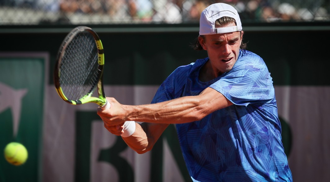 Belgian Arthur De Greef pictured in action during a tennis game between Belgian Arthur De Greef and German Daniel Masur, in the third round of the men's qualifying stage of the Roland Garros French Open tennis tournament, in Paris, France, Friday 26 May 2017. The Roland Garros Grand Slam takes place from 22 May to 11 June 2017. BELGA PHOTO VIRGINIE LEFOUR