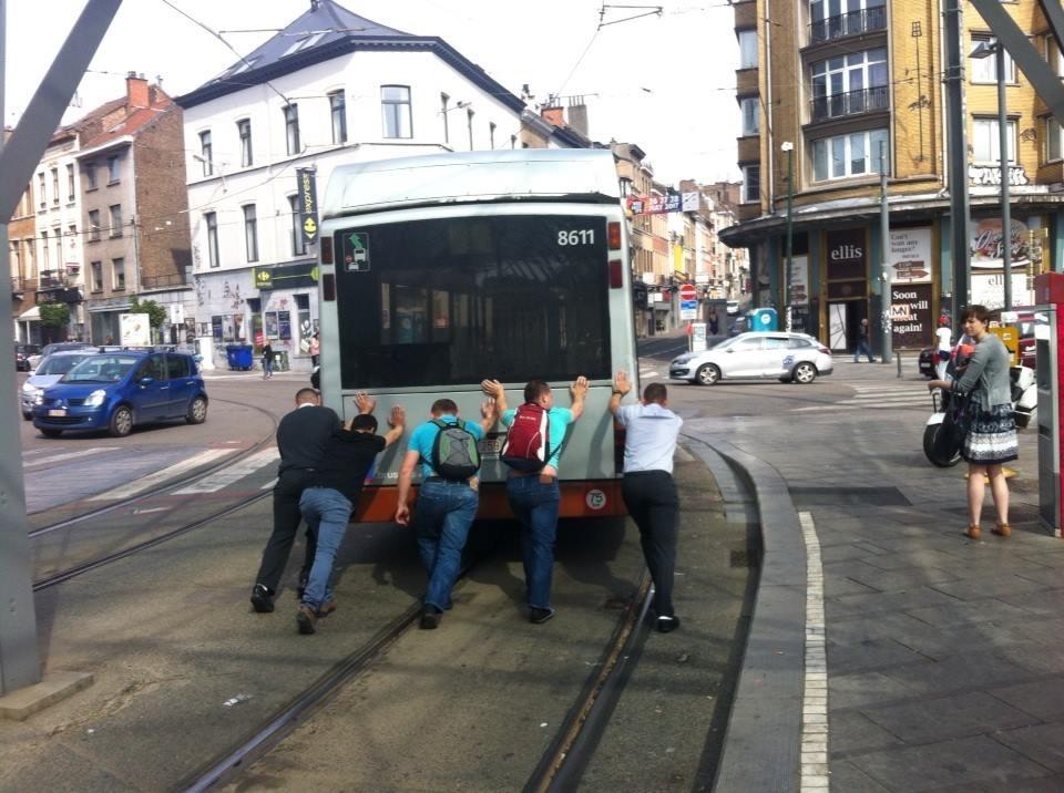 Bus STIB poussé