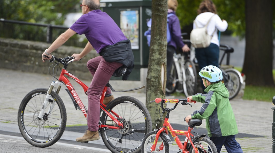 20130922 - BRUSSELS, BELGIUM: Illustration picture shows cyclists during the Car Free Sunday in the Brussels Capital region, Sunday 22 September 2013. In several cities and towns across Belgium a Sunday without cars or other motorized transport is organized. BELGA PHOTO LAURIE DIEFFEMBACQ