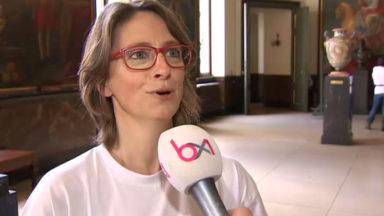Des entomologistes cherchent des insectes dans l'Hôtel de ville de Bruxelles