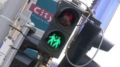 """Des feux de signalisation """"de même sexe"""" disposés sur sept carrefours bruxellois"""