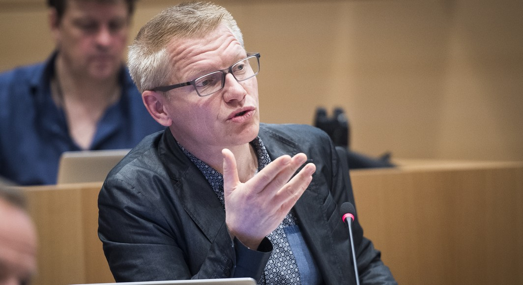Ecolo-Groen's Georges Gilkinet pictured during a session of the parliamentary inquiry commission on the plea agreement, at the federal parliament, in Brussels, Wednesday 24 May 2017. This commission inquires the circumstances which led to the approbation and the application of the law of 14 April 2011 on the plea agreement. BELGA PHOTO LAURIE DIEFFEMBACQ