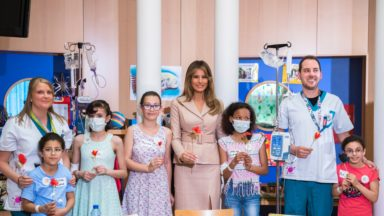 Melania Trump a rendu visite aux enfants malades à l'hôpital Reine Fabiola