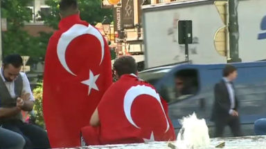 Environ 300 Turcs ont commémoré à Bruxelles les victimes du coup d'Etat avorté
