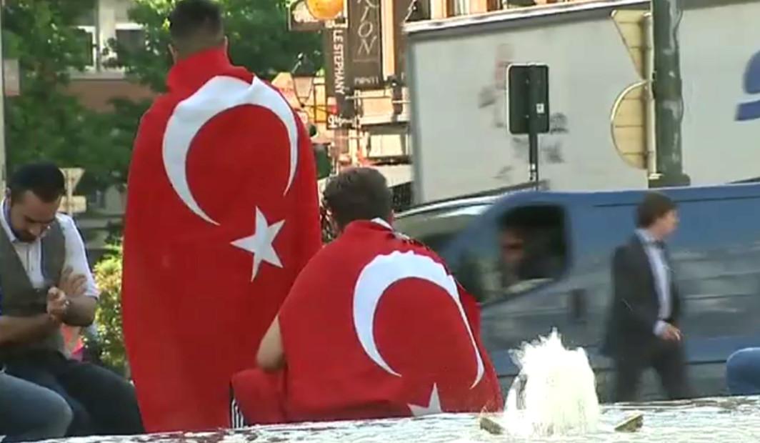 Manifestants Turcs - Place Stéphanie - Erdogan
