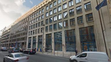 Bruxelles : un homme sauvé au sommet d'un immeuble de la rue de la Loi