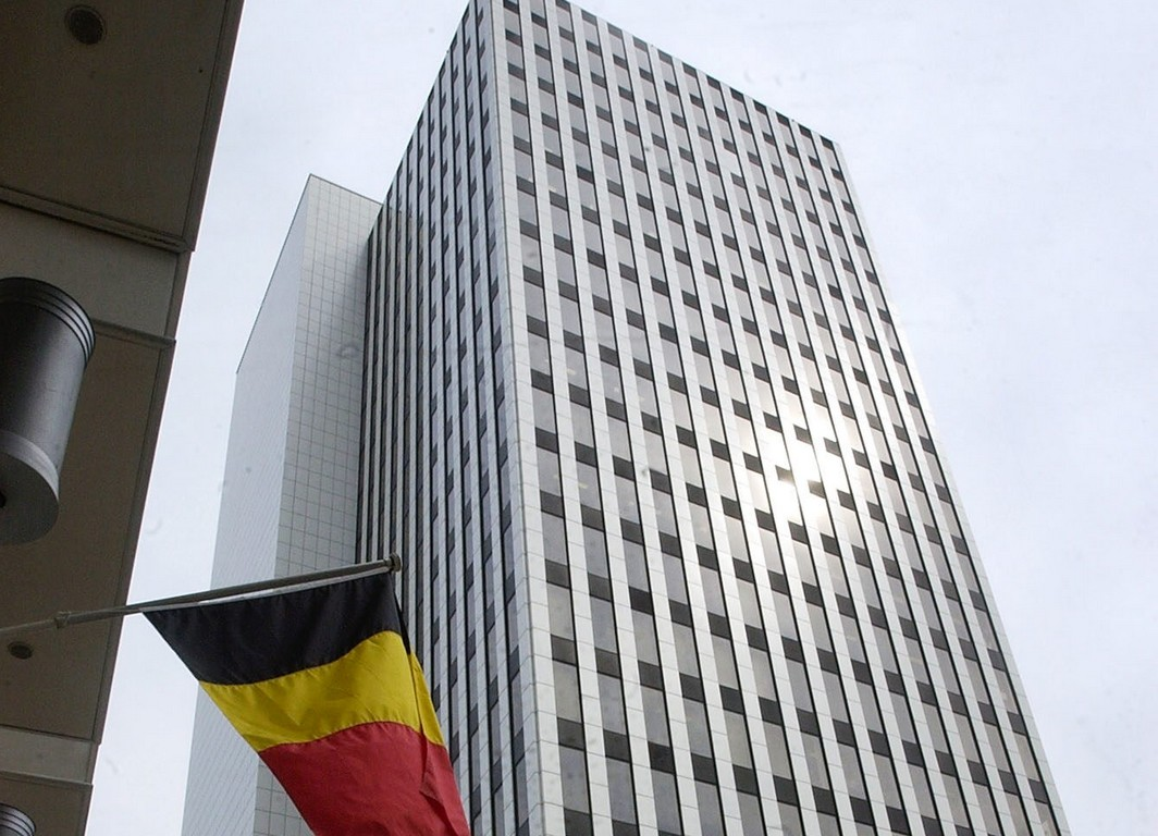 BRU108 - 20030605 - BRUSSELS, BELGIUM : The IBM tower in Brussels, pictured on Thursday 05 June 2003 as the building was evacuated after a toxic powder alert where five policemen were injured, the IBM tower host the offices of Brussels judiciary services. BELGA PHOTO JACQUES COLLET