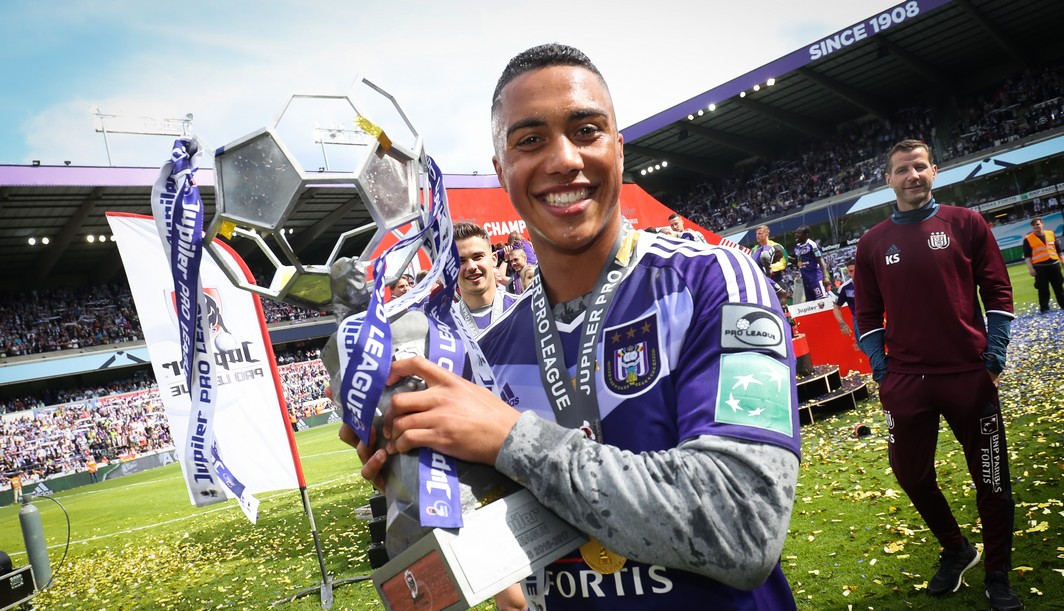 Anderlecht's Youri Tielemans celebrates after winning celebrates after winning the 34th title of Sporting Anderlecht after the Jupiler Pro League match between RSC Anderlecht and KV Oostende, in Brussels, Sunday 21 May 2017, on the last day of the Play-off 1 of the Belgian soccer championship. BELGA PHOTO VIRGINIE LEFOUR