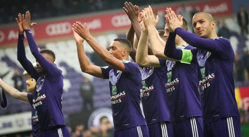 Anderlecht's players celebrate after winning the Jupiler Pro League match between RSC Anderlecht and Zulte WAregem, in Brussels, Sunday 07 May 2017, on the 7th day (out of 10) of the Play-off 1 of the Belgian soccer championship. BELGA PHOTO VIRGINIE LEFOUR
