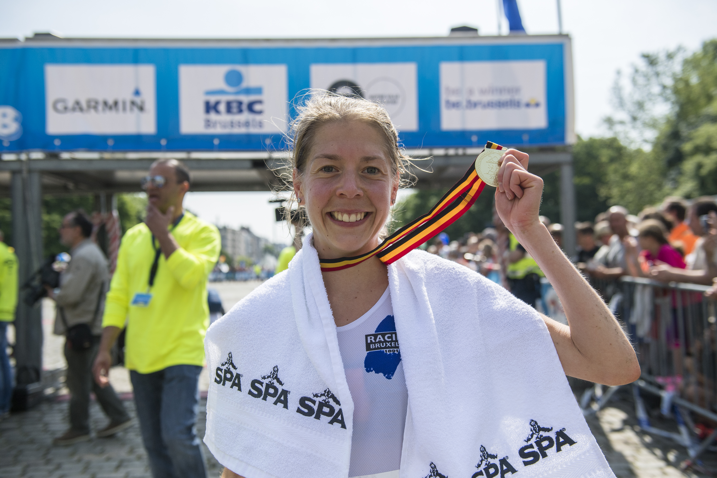 Britain's Sophie Hardy poses after winning the 38th edition of the Brussels' 20km run, Sunday 28 May 2017, in Brussels. BELGA PHOTO LAURIE DIEFFEMBACQ