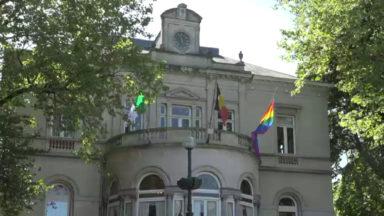 Ixelles : le drapeau arc-en-ciel hissé sur la maison communale