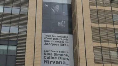 L'affiche géante de Jacques Brel inaugurée en musique avec Daan et Patrick Riguelle