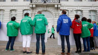 Les syndicats lancent «le grand bulletin du gouvernement Michel»