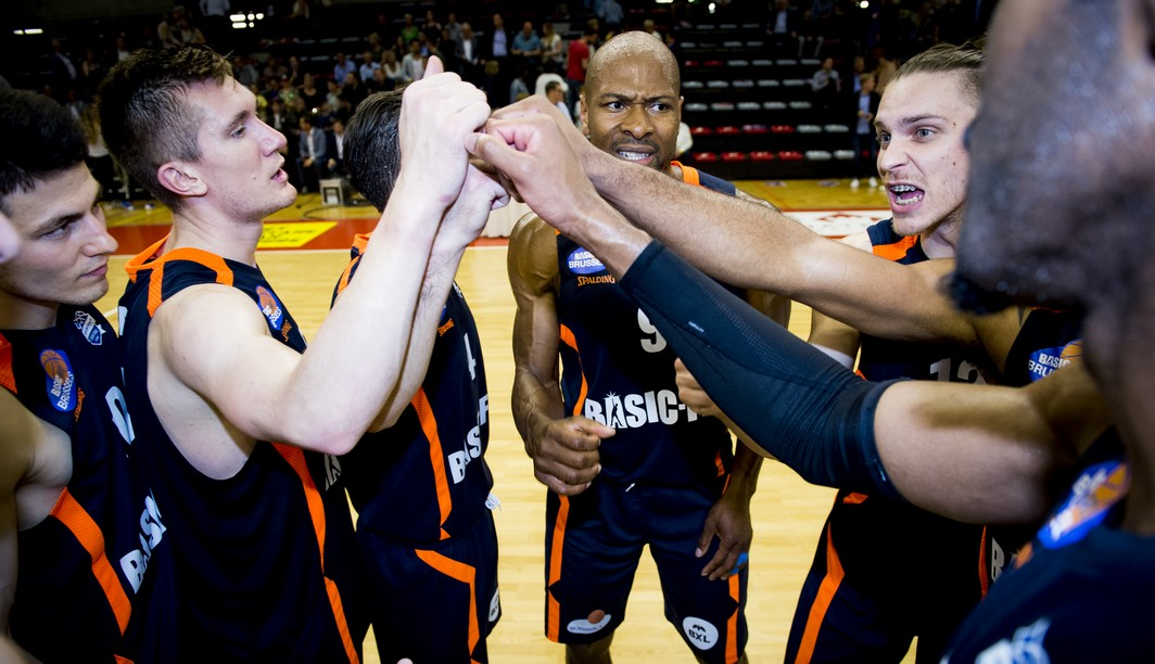 Brussels' players celebrate after winning the basketball game between Limburg United and Royal Excelsior Brussels, the secondmatch (out of three) of the quarter finals of the play-offs of the EuroMillions League basket competition, on Friday 19 May 2017 in Hasselt. BELGA PHOTO JASPER JACOBS