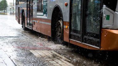 Le bus de la ligne 61 perturbé à cause d'une fuite d'eau entre Clays et la rue Traversière