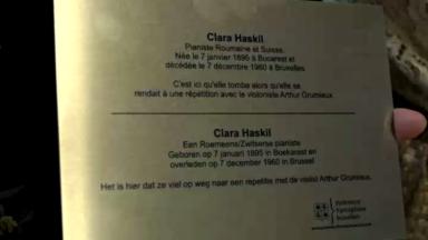 Plaque d'hommage à Clara Haskil pianiste décédée à la suite d'une chute dans les escaliers à Bruxelles-Midi