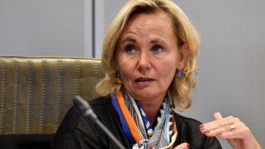 Communes à facilités : Liesbeth Homans annule les décisions d'établir des registres linguistiques