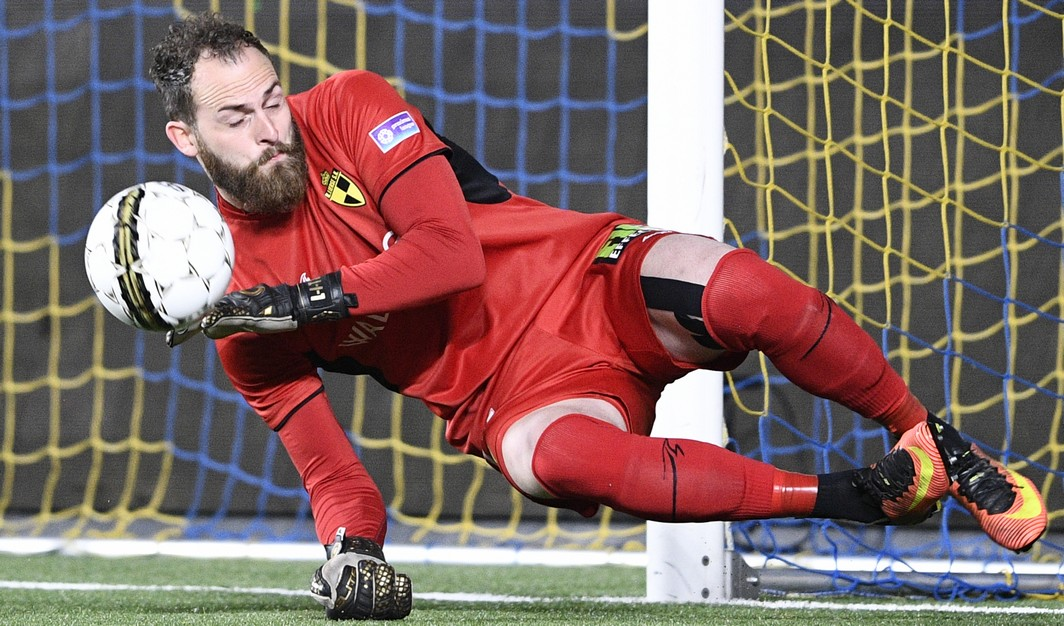 Lierse's goalkeeper Mike Vanhamel pictured in action during the Jupiler Pro League match between STVV Sint-Truiden and Lierse SK, in Sint-Truiden, Saturday 15 April 2017, on day 3 of the Play-off 2A of the Belgian soccer championship. BELGA PHOTO YORICK JANSENS