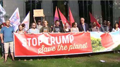 Les États-Unis quittent l'accord de Paris: une centaine de manifestants devant l'ambassade américaine