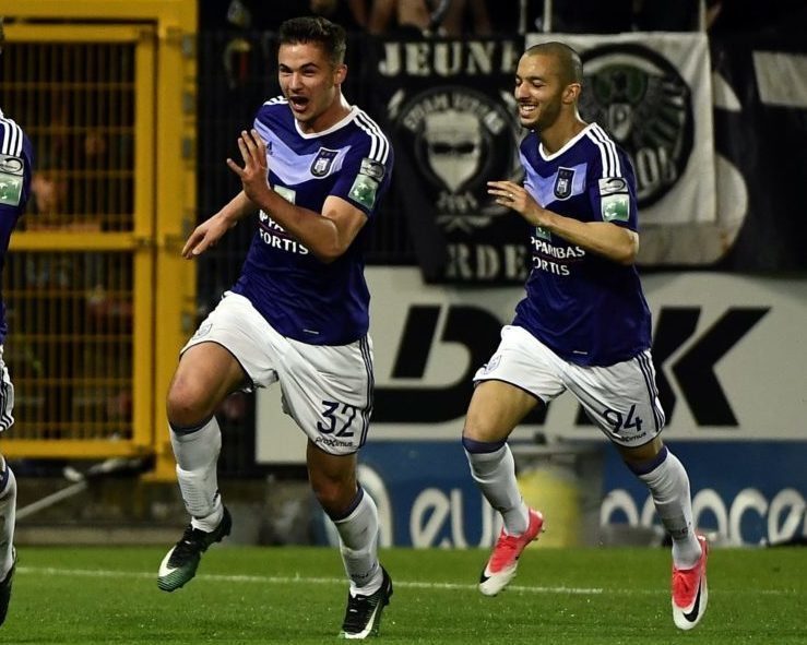 Anderlecht's Lukasz Teodorczyk celebrates after scoring the 1-2 goal with Anderlecht's Leander Dendoncker and Anderlecht's Sofiane Hanni at the Jupiler Pro League match between Sporting Charleroi and RSC Anderlecht, in Charleroi, Thursday 18 May 2017, on day 9 (out of 10) of the Play-off 1 of the Belgian soccer championship. BELGA PHOTO ERIC LALMAND