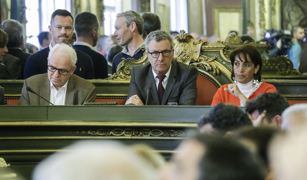 Brussels City mayor Yvan Mayeur (C) presides a meeting of the city council of Brussels, in Brussels city hall, Monday 11 April 2016. BELGA PHOTO THIERRY ROGE