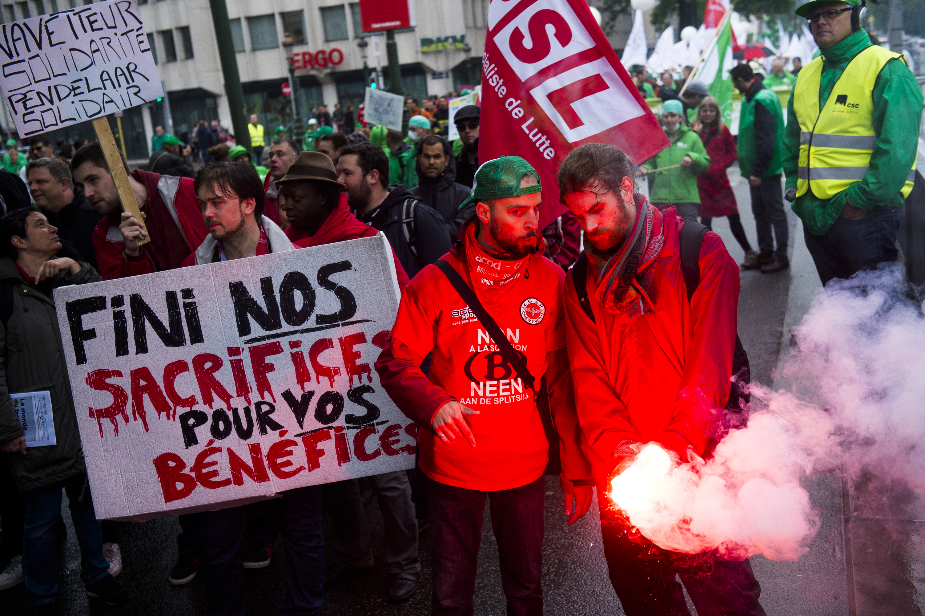 illustration picture shows a demonstration of the public services main trade unions, Tuesday 31 May 2016, in Brussels. Today christian democrat union, ACV-CSC, and socialist union ACOD-CGSP of the public services are on strike and hold a demonstration against measures introduced by the Federal Government. BELGA PHOTO LAURIE DIEFFEMBACQ