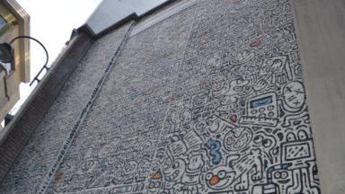 Une nouvelle fresque sur le mur de l'Institut Anneessens-Funck