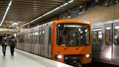 Une personne sur les voies à la gare du Midi : trafic des métros rétabli