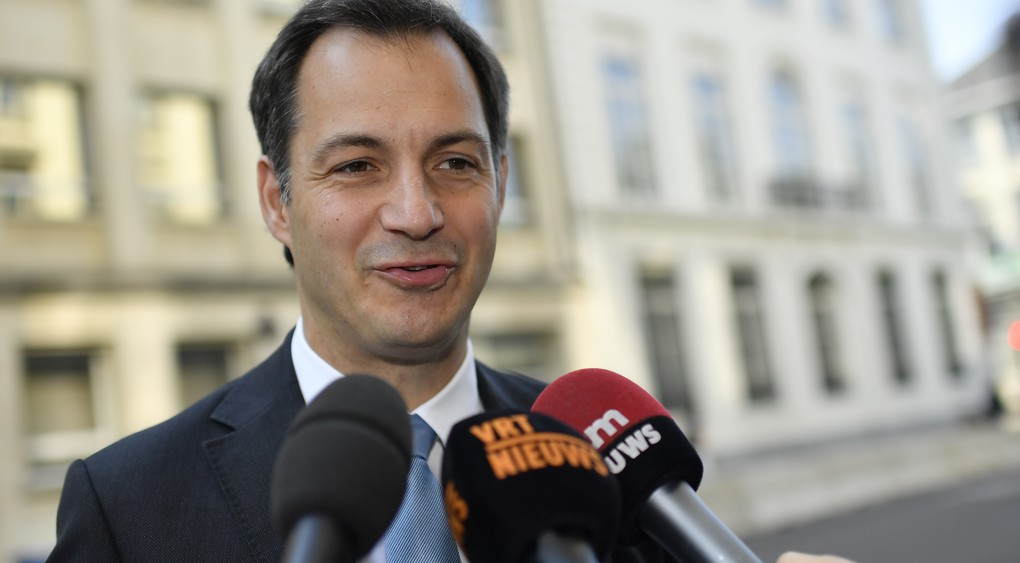 Vice-Prime Minister and Minister of Cooperation Development, Digital Agenda, Telecom and Postal services Alexander De Croo talks to the press as he arrives for a Minister's council meeting of the Federal Government in Brussels, Friday 02 June 2017.  BELGA PHOTO DIRK WAEM