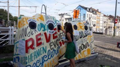 Bruxelles : des bulles à verre décorées par des artistes pour «égayer le quartier»