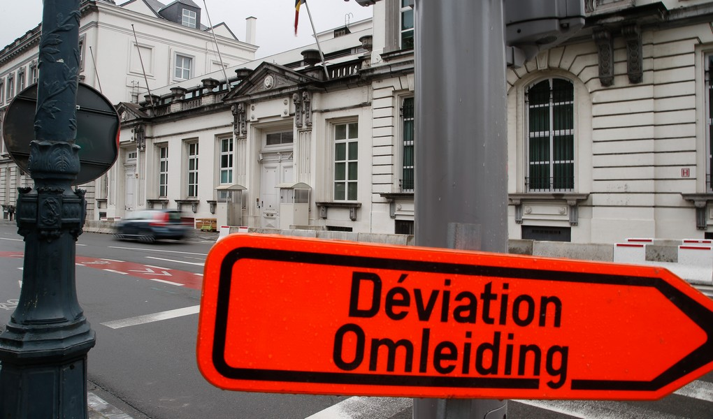Illustration picture shows a road sign for deviation at the 16 rue de la Loi in marge of a bilateral meeting reagarding the budget, Wednesday 12 October 2016 in Brussels. BELGA PHOTO BRUNO FAHY