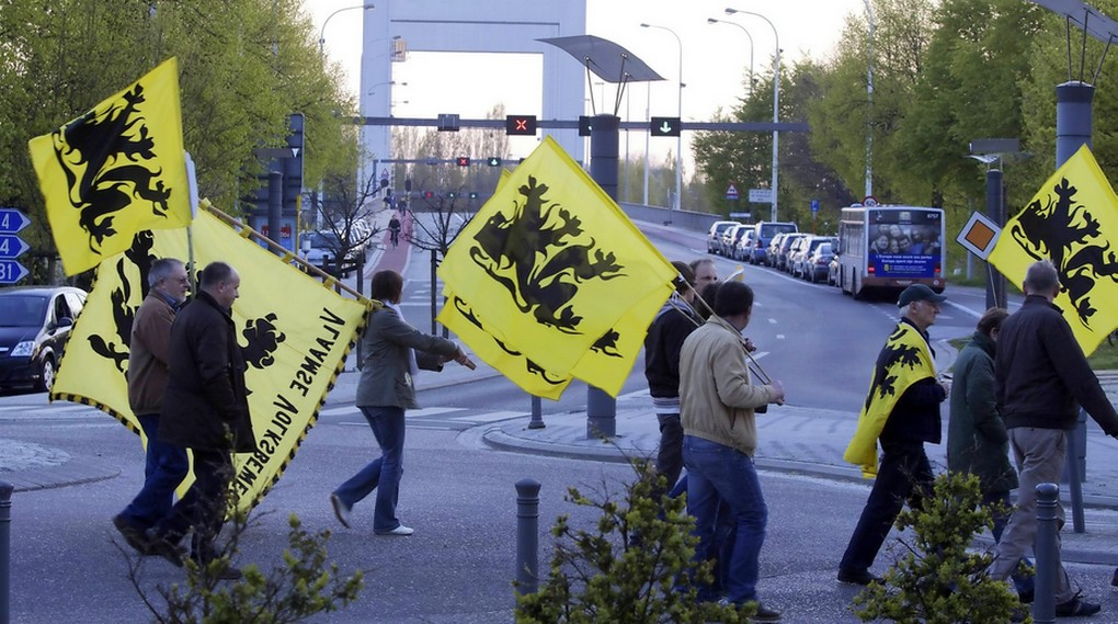 20100422 - VILVOORDE, BELGIUM: People protest in a demonstration to demand the urgent split of BHV in Vilvoorde, Thursday 22 April 2010. The demonstration was organized by the working group BHV. Open Vld decided today that they quit the federal government because an agreement on the BHV split was not found today. The Prime Minister yesterday evening, met with the chairmen of the majority parties and the green parties over BHV and agreed on a declaration to take some more time to achieve the final agreement but Open Vld does not want to go along. BELGA PHOTO NICOLAS MAETERLINCK