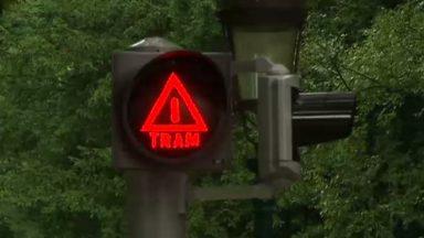 Un nouveau feu de signalisation pour prévenir les piétons de la présence d'un tram