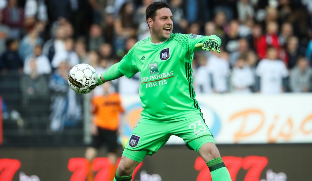 Anderlecht's goalkeeper Frank Boeckx pictured in action during the Jupiler Pro League match between Sporting Charleroi and RSC Anderlecht, in Charleroi, Thursday 18 May 2017, on day 9 (out of 10) of the Play-off 1 of the Belgian soccer championship. BELGA PHOTO VIRGINIE LEFOUR
