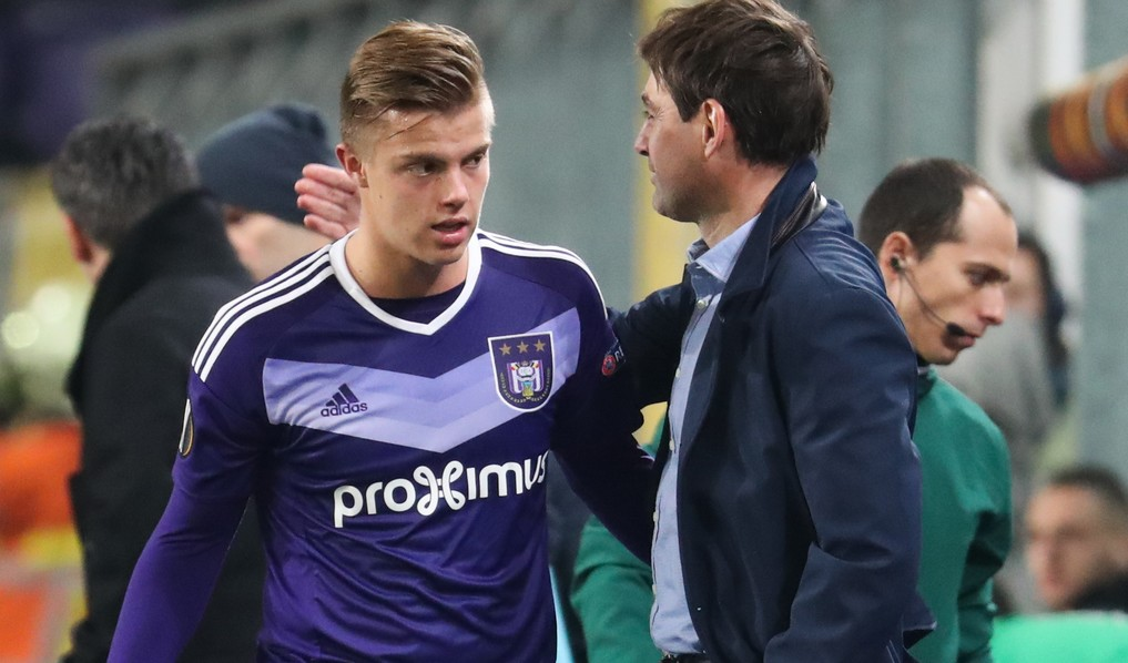Anderlecht's Jorn Vancamp and Anderlecht's head coach Rene Weiler pictured during the sixth and last game in the group stage (group C) of the UEFA Europa League competition between Belgian soccer club RSC Anderlecht and French club AS Saint-Etienne, in Brussels, Thursday 08 December 2016. Anderlecht is already qualified for the next stage. BELGA PHOTO VIRGINIE LEFOUR