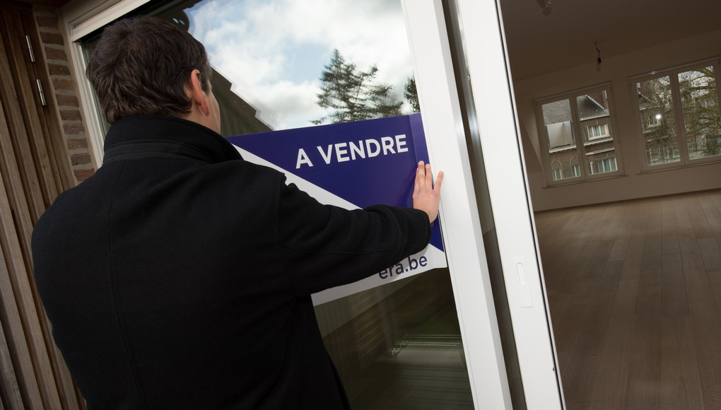 FOCUS COVERAGE DISTRIBUTION REQUESTED TO BELGA 20150115 - KORTRIJK, BELGIUM: Illustration picture shows a 'A Vendre' sign of Era real estate company on a house in Kortrijk, Thursday 15 January 2015. BELGA PHOTO BENOIT DOPPAGNE