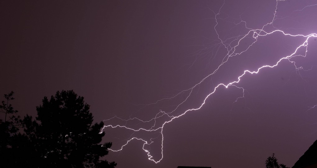 20140610 - GAVERE, BELGIUM : Illustration shows a storm at three o' clock in the night in Gavere, Tuesday 10 June 2014. Lots of storms made some damage in Belgium this week-end. BELGA PHOTO NICOLAS MAETERLINCK