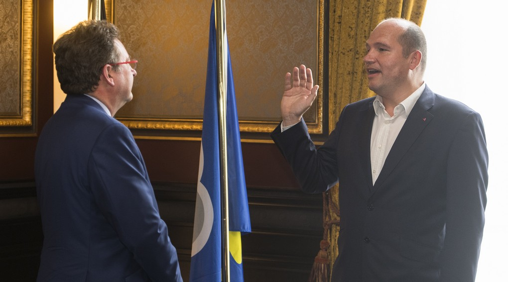 Brussels region Minister-President Rudi Vervoort and new Brussels City mayor Philippe Close pictured at the oath taking ceremony for the new mayor of Brussels City, Thursday 20 July 2017 in Brussels. PS' Close is taking over from Mayeur, who resigned in the wake of the Samusocial scandal. BELGA PHOTO LAURIE DIEFFEMBACQ