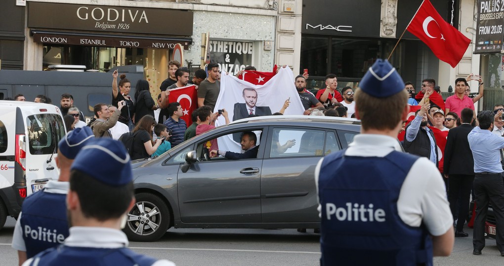 Illustration picture shows a meeting of militants of the Turkish 'AK Parti' party at the 'Place Stephanie - Stefaniaplein' square in Brussels, Wednesday 24 May 2017. Turkish President and AKP leader Erdogan is in Brussels for a NATO (North Atlantic Treaty Organization) summit on Thursday. BELGA PHOTO NICOLAS MAETERLINCK