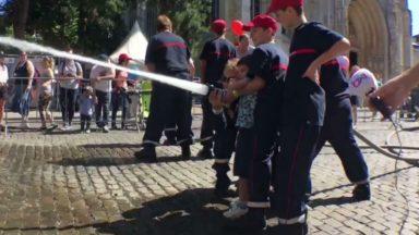Fête nationale : quand les enfants testent les équipements des policiers et des pompiers à Bruxelles