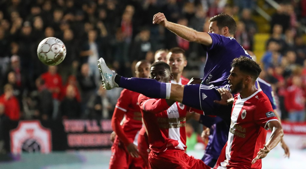 Anderlecht's Uros Spajic and Antwerp's Faris Haroun fight for the ball during the Jupiler Pro League match between Royal Antwerp FC and RSC Anderlecht, in Deurne, Friday 28 July 2017, on the first day of the Jupiler Pro League, the Belgian soccer championship season 2017-2018. BELGA PHOTO VIRGINIE LEFOUR