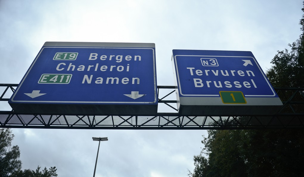 20131025 - TERVUREN, BELGIUM: Illustration picture shows roadsigns on the R0 Brussels Ring road in Tervuren, Friday 25 October 2013. Today the Flemish Government announced plans to split up the lanes for local and passing traffic, a cost of 380 million is estimated. BELGA PHOTO LAURIE DIEFFEMBACQ