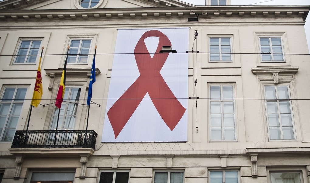 20111201 - BRUSSELS, BELGIUM: Illustration picture shows the logo of the World Aids day on the corner of the Rue Royale and Rue de Loi Illustration picture shows a large red ribbon on the front of a building in the center of Brussels, on Thursday 01 December 2011. On 01 December, World Aids day is observed, to raise awareness of AIDS and HIV. People wear a red ribbon to show their participation. BELGA PHOTO DRIES LUYTEN
