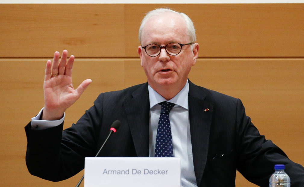 Uccle/Ukkel mayor Armand De Decker takes the oath at the start of a session of the parliamentary inquiry commission on the plea agreement, at the federal parliament, in Brussels, Friday 07 July 2017. This commission enquire the circumstances which led to the approbation and the application of the law of 14 April 2011 on the plea agreement. BELGA PHOTO BRUNO FAHY