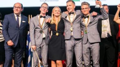 Des jeunes Estoniens remportent le concours des mini-entreprises européennes à Bruxelles
