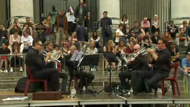 L'orchestre national de Belgique donne un concert sur le piétonnier
