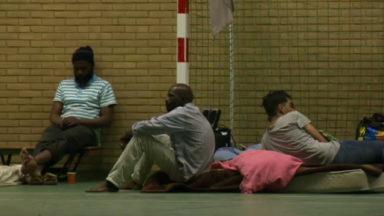 Une cinquantaine de personnes sans-papiers avec enfants recherchent un lieu pour se loger