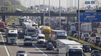 Chassé-croisé sur les routes : de nombreux bouchons sont attendus ce week-end