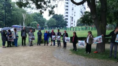 Chaîne humaine en solidarité avec les migrants au parc Maximilien